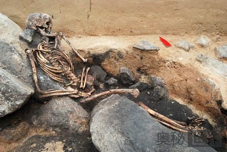 青铜时代女尸遗骨