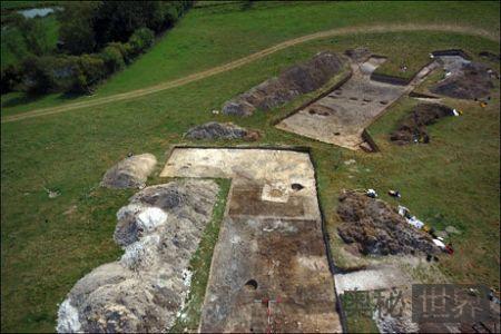 科学家发现英国史前巨石阵修建者村落