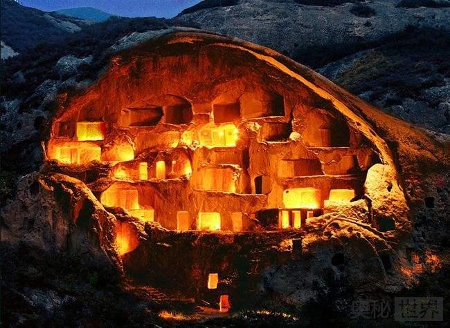 古崖居:最大的古代岩居遗址
