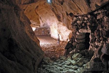 古玛雅地下迷宫的奇异金字塔