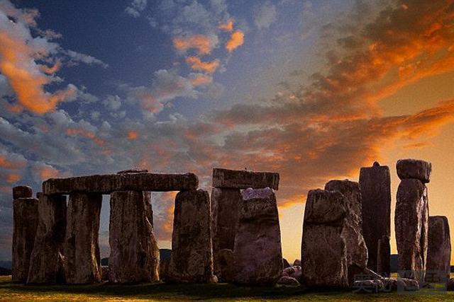 巨石阵下方发现神秘石碑 或揭开建造之谜