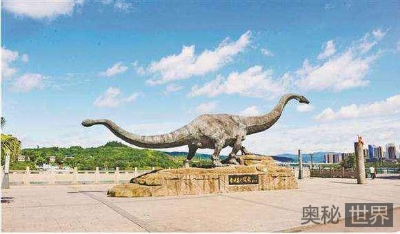 马门溪龙尾巴上长锤子,能够打断食肉恐龙的骨头