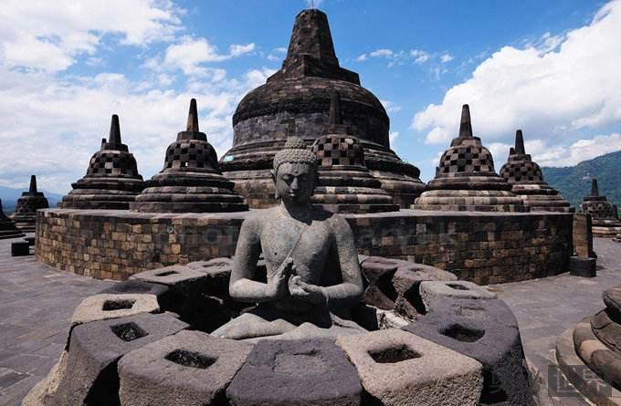 世界上最大的佛教寺庙:婆罗浮屠塔