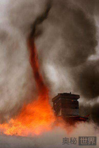 房屋陷入火海