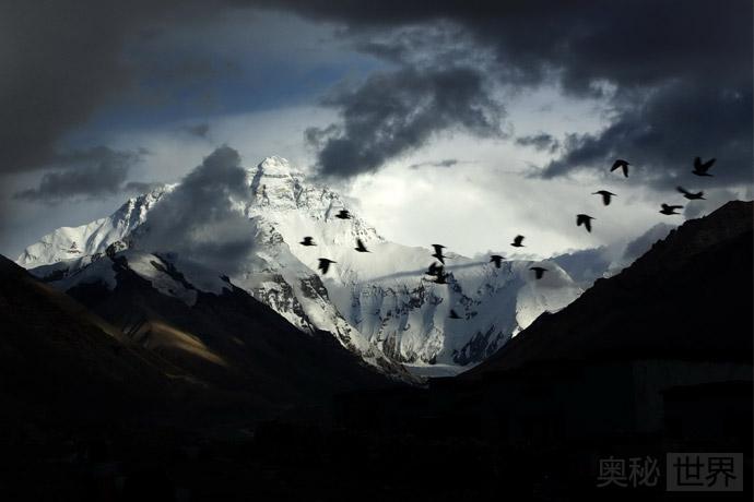 珠穆朗玛峰只有一半是中国的