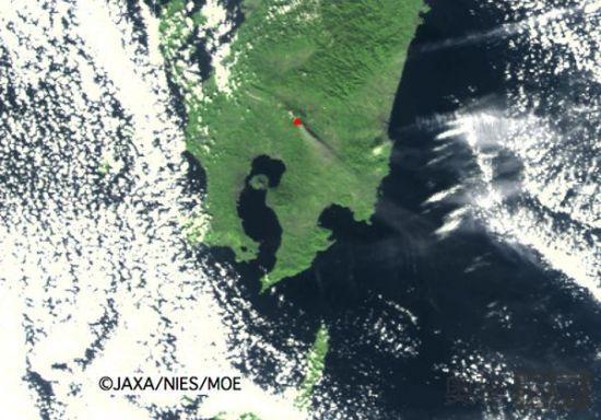 太空拍到的火山灰烟柱