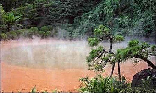 猛犸温泉:世界最大的碳酸盐沉积温泉
