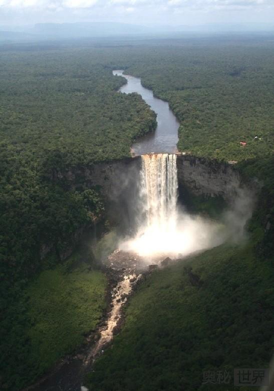圭亚那的凯厄图尔瀑布