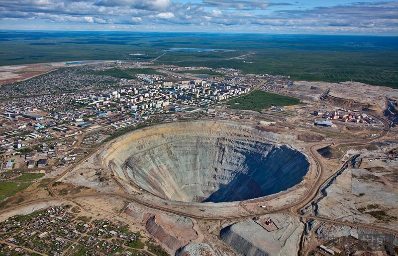 和平钻石矿直径1200米会吞噬直升机