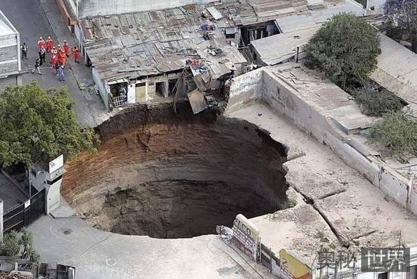 危地马拉天坑是怎么回事?为何地面突然塌陷?
