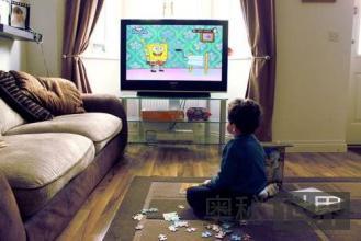 儿童长时间看电视易患高血压