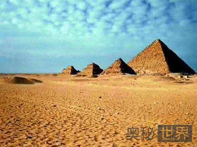 闻名世界的埃及金字塔