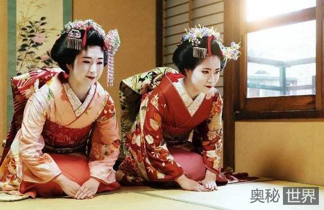 日本女性为什么这么喜欢跪?