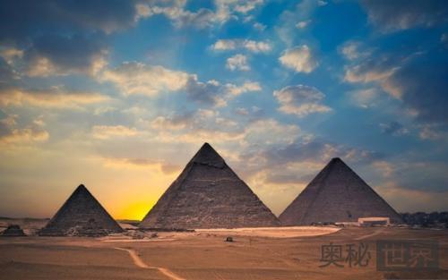埃及金字塔是怎么建成的
