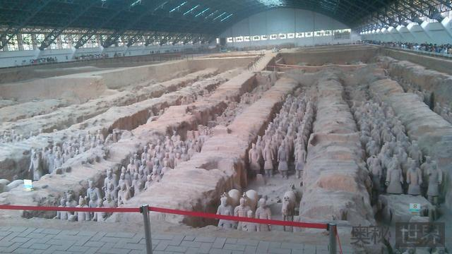 秦陵兵马俑中间土堆为什么不挖掉