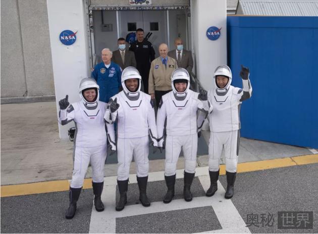SpaceX 成功发射首位宇航员