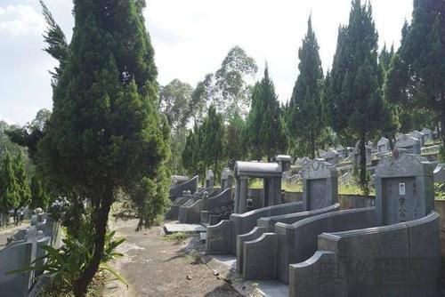 土葬和火葬有什么不同,以后真的会死无葬身之地吗?