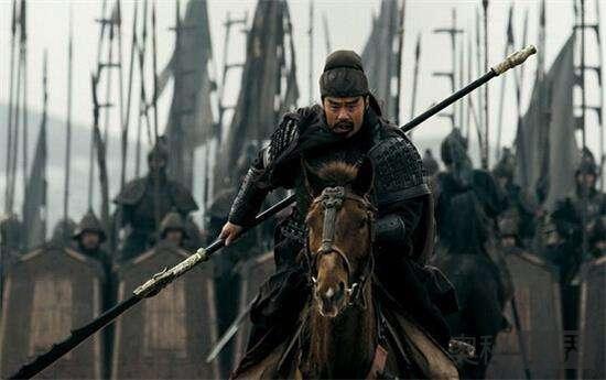关羽打不过赵云和马超, 为什么还能排在五虎上将之首?