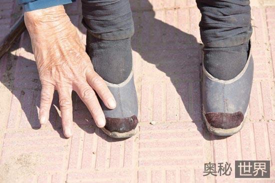 清初曾明令禁止女人缠脚