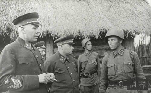苏军两大元帅朱可夫与科涅夫争夺攻打柏林指挥权
