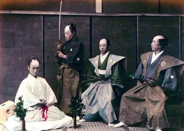 日本人切腹自杀为什么身边需要站着一个人?