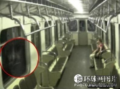 俄罗斯一节地铁车厢拍下幽灵照片