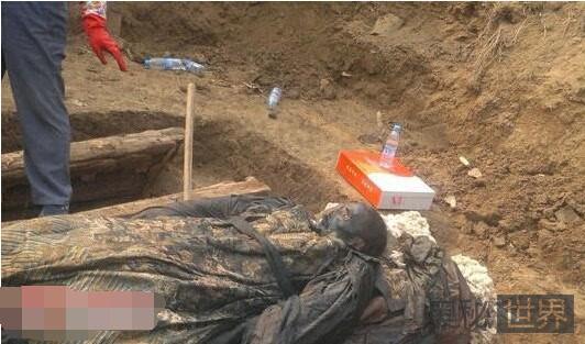 齐齐哈尔干尸神秘复活棺材里满是抓痕