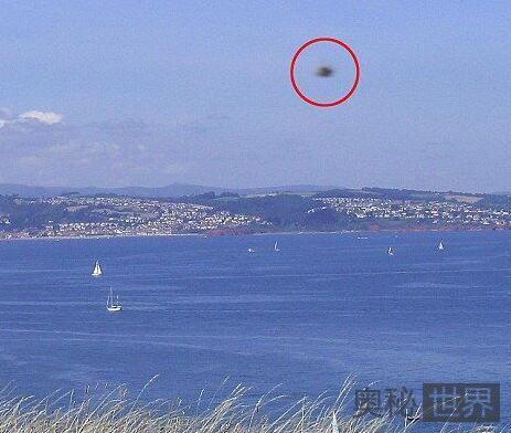 2008年英国拍到高速运动的UFO