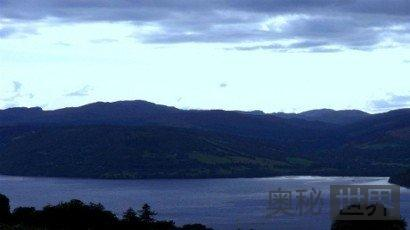 英国目击到蓝色UFO坠入尼斯湖