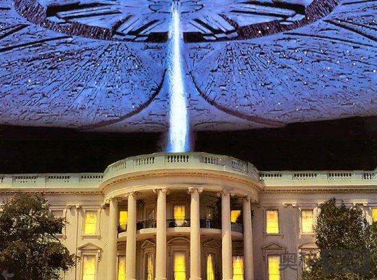 《独立日》中巨大的外星飞船摧毁了各大城市