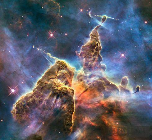 哈勃望远镜拍摄到太空神秘山