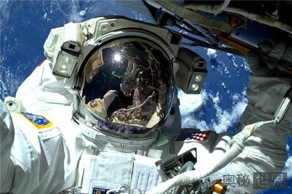 宇航员遇难后的情况