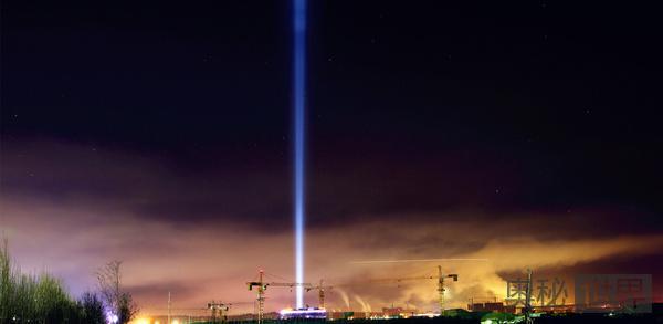夜里用强光灯照射夜空,发出的光会不会一直在宇宙空间里前行?