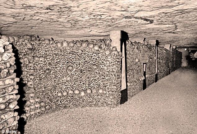 这个地下网长200英里,其中很多禁止入内,却有一个小区域对游客开放。这些隧道和采石场依然受到安全监控。