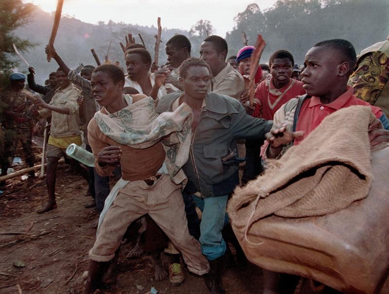 1994年8月,被禁止进入扎伊尔的卢旺达难民情绪激动。