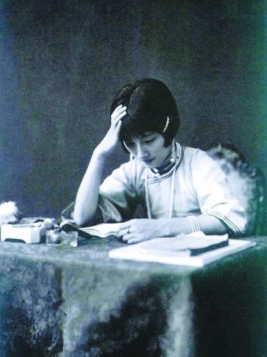 陆小曼:才女、交际花,徐志摩后来的妻子。