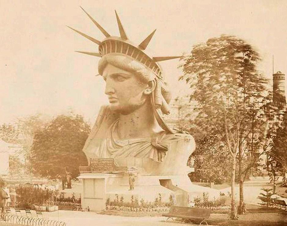 """在自由女神像成为美国自由的象征之前,其各个部分就曾成为""""旅游热点""""吸引大批游人前来观看"""