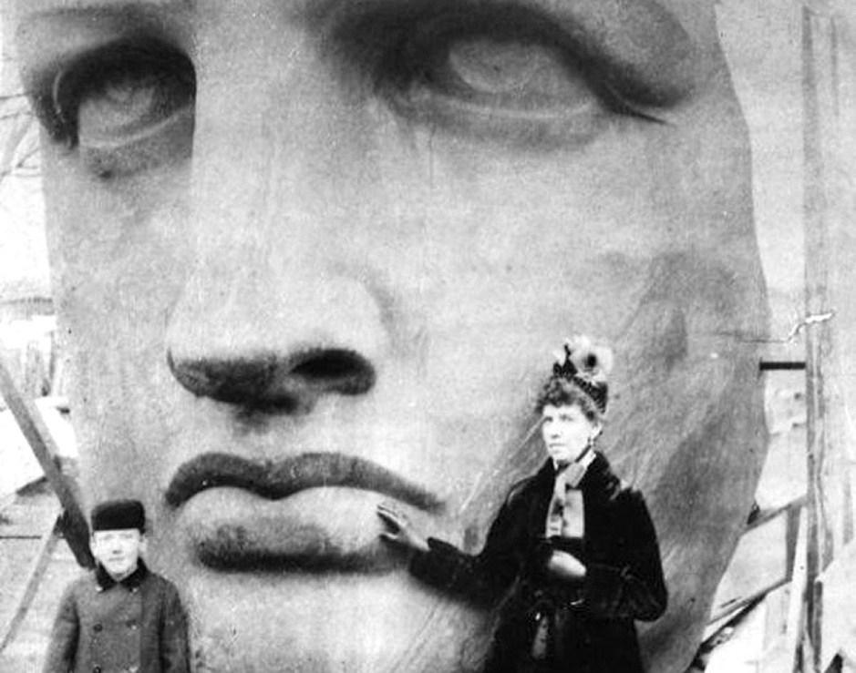 据悉,自由女神像的脸是源自雕塑家巴特勒迪的母亲