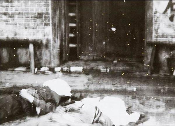 街头的尸体。