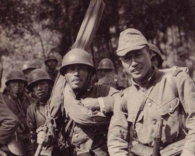 """侵华日军常常被我们叫作:日本鬼子。通常指1945年日本投降之前的旧日本军队(即日语中的""""大日本帝国陆军、海军""""),日军当时自称""""皇军"""",即天皇统领下的军队。"""