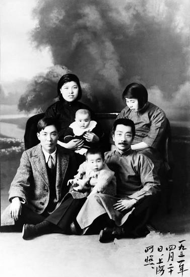 1931年4月20日 鲁迅全家与冯雪峰全家合影 摄于上海