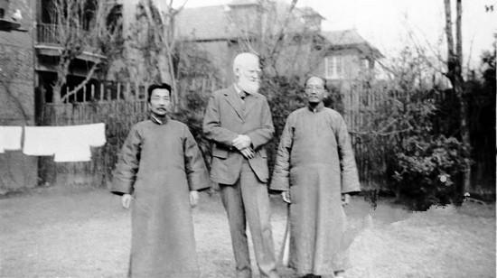 1933年2月17日 鲁迅与萧伯纳、蔡元培合影 摄于上海宋庆龄住宅院内