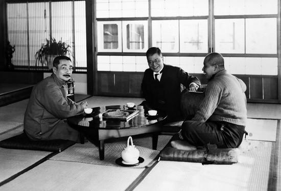 1936年2月11日 鲁迅与内山完造(右)、山本实彦(中)合影,摄于上海新月亭。
