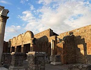 意大利庞贝古城的消亡:地下沉睡千年又重见天日