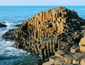 """北爱尔兰著名景点""""巨人之路""""究竟是怎么形成的?"""