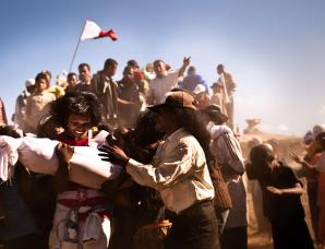 """马达加斯加""""翻尸节""""与祖先遗体共舞"""